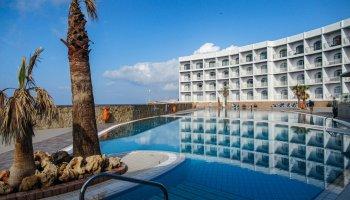 Outdoor swimming pool at Paradise Bay Resort